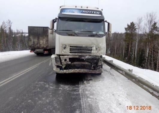 Водитель не пережил столкновение с двумя грузовиками в Иркутской области, фото-2