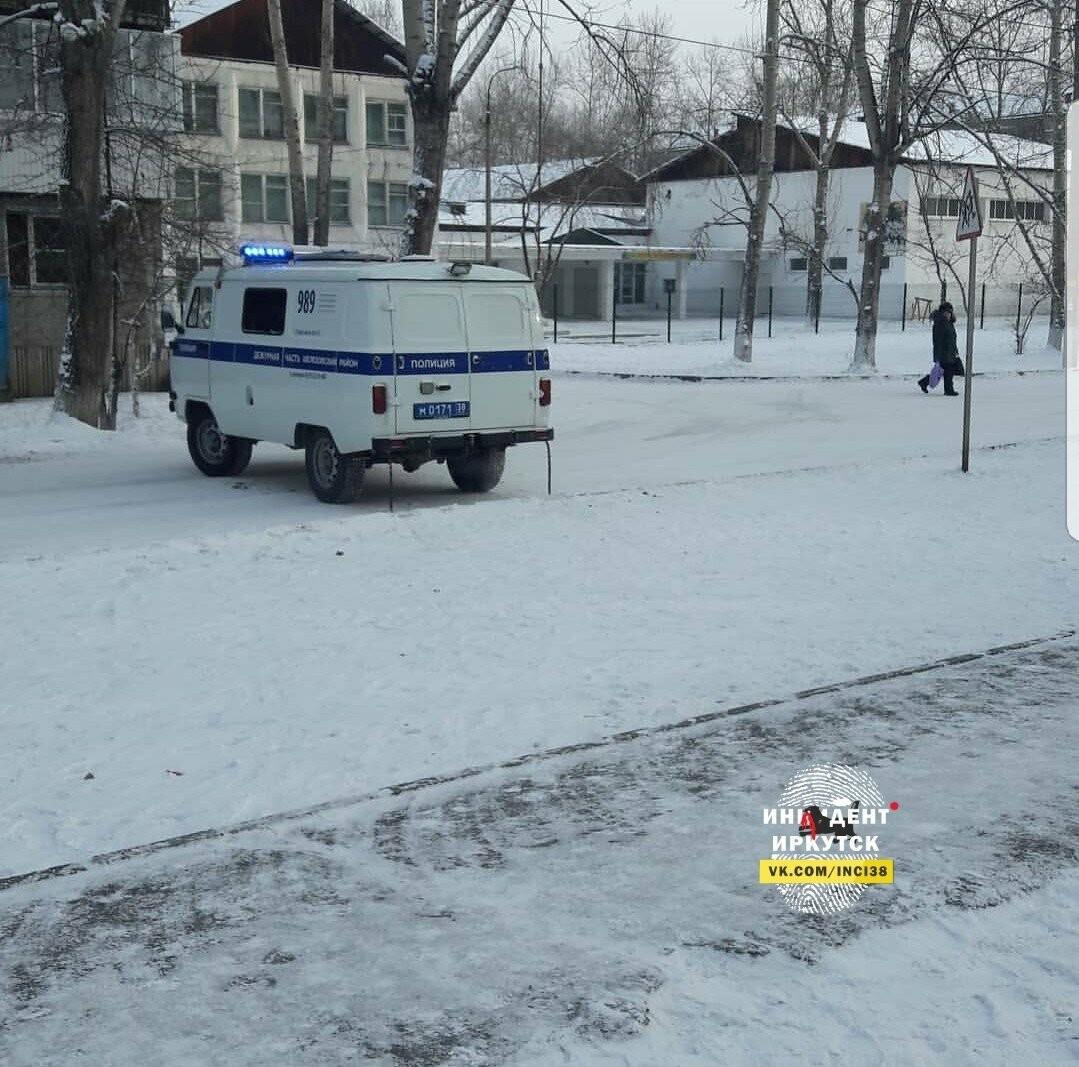 В шелеховской школе срочно эвакуировали детей, фото-1